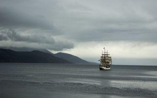 Фото бесплатно корабль, парусник, порт, горы