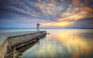 Бесплатные фото маяк,мостик,причал,океан,утки,закат солнца