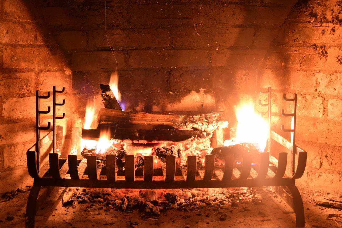 Фото бесплатно камин, печь, огонь, дрова, пламя, костёр, угли, разное - скачать на рабочий стол