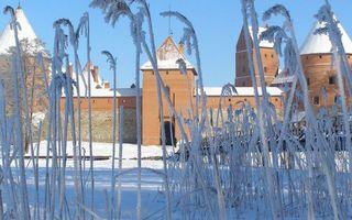 Бесплатные фото зима,снег,трава,иней,крепость,башни,стена