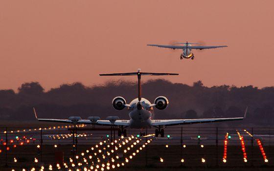 Фото бесплатно вечер, аэродром, огни