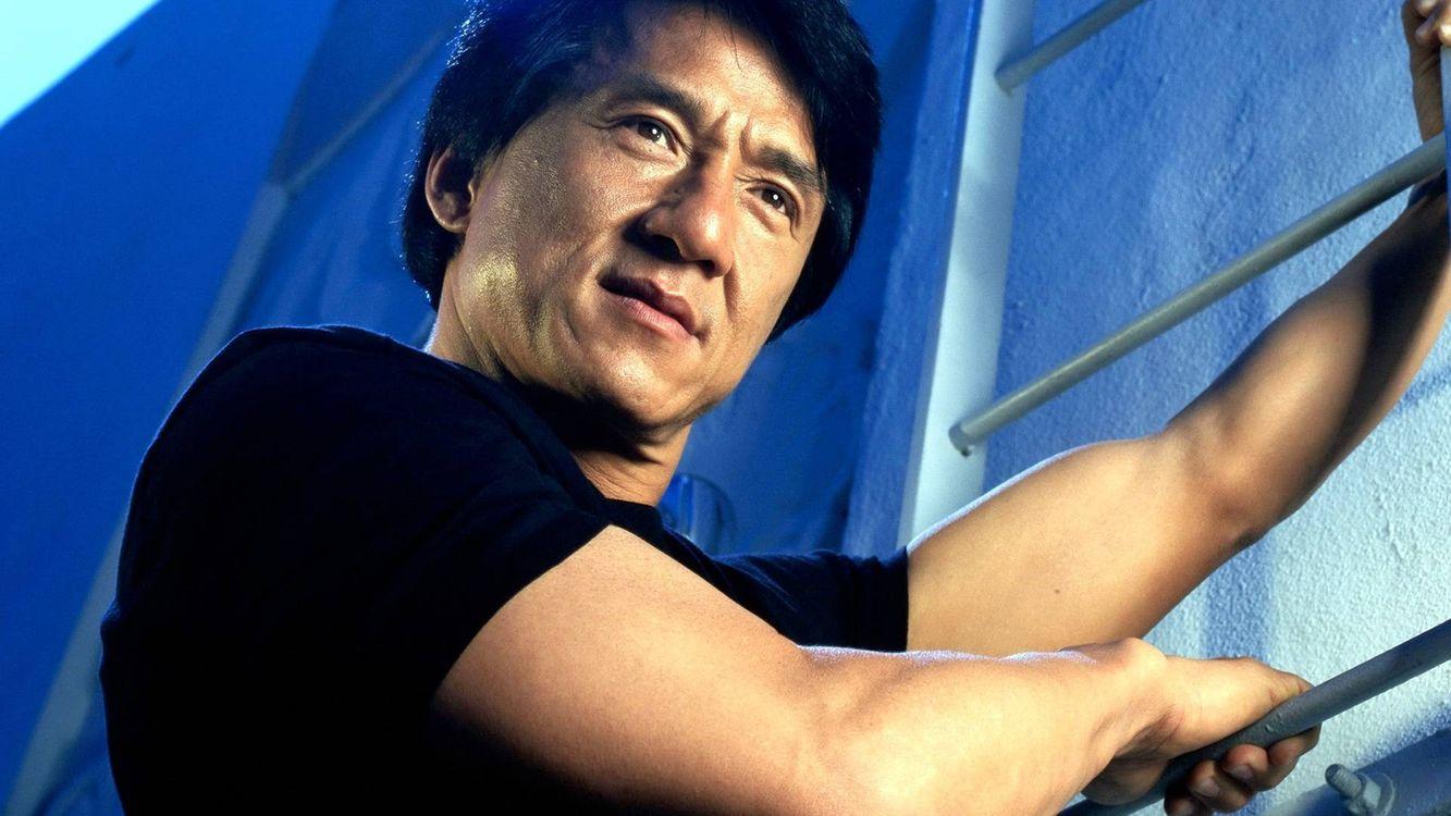 Фото бесплатно Джеки Чан, актер, лестница - на рабочий стол