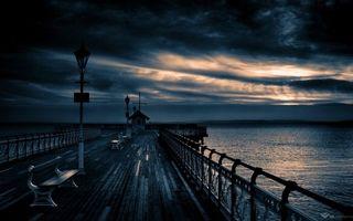 Бесплатные фото вечер,мостик,лавочки,скамейки,фонари,озеро,небо