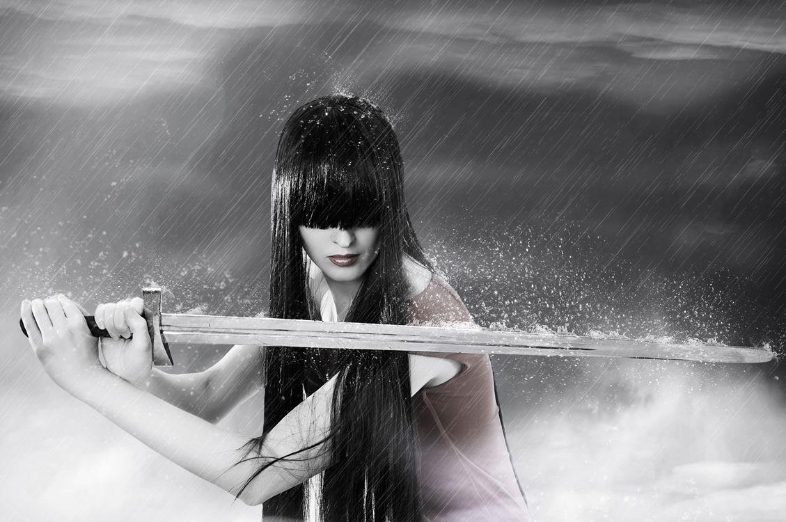 Фото бесплатно девушка, воин, макияж, лицо, косметика, стиль, гламур, красота, модель, красивый макияж, красотка, настроение, причёска, меч, стиль