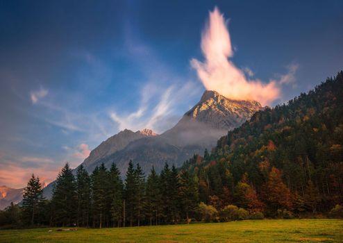 Photo free active volcano, throat volcano, smoke