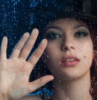 Фото бесплатно девушка, стекло, капли