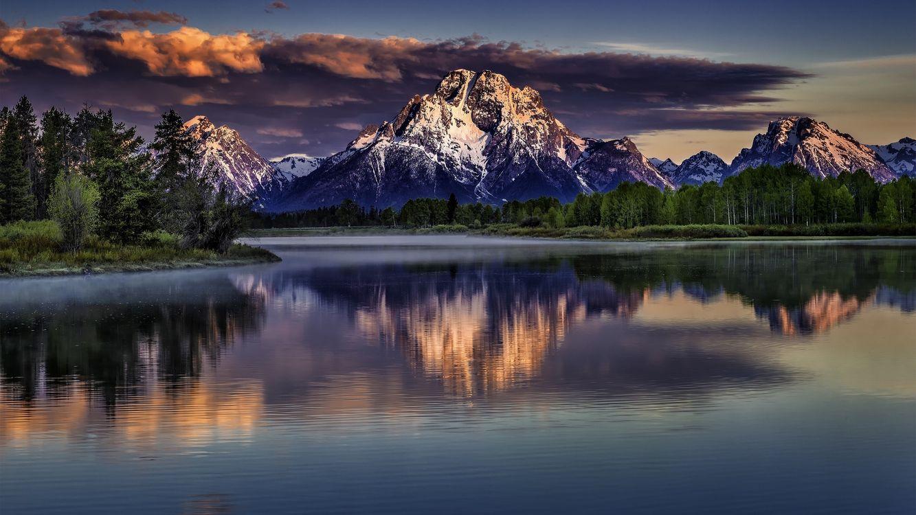 Фото бесплатно река, берег, деревья, лес, горы, вершины, снег, небо, облака, природа
