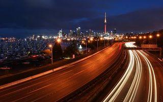 Бесплатные фото ночь,дорога,развязка,машины,дома,высотки,башня