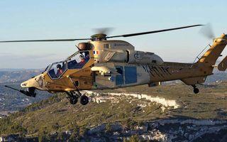 Бесплатные фото вертолет,военный,кабина,пилоты,винты,шасси,пулемет