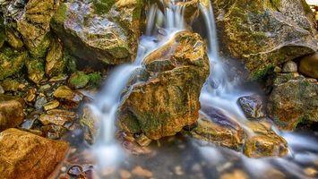 Фото бесплатно водопад, брызги, скала, валуны