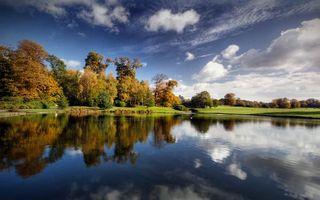 Бесплатные фото озеро,гладь,отражение,трава,деревья,небо,облака