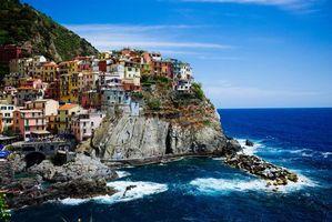 Заставки Manarola, Cinque Terre, Italy, Ligurian Sea, Манарола, Чинкве-Терре, Италия, Лигурийское море, скалы, море, здания, пейзаж