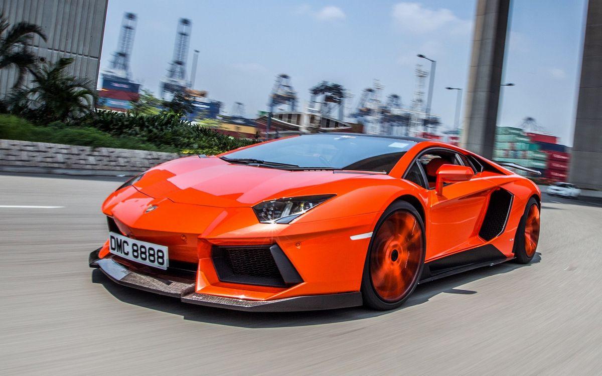 Фото бесплатно ламборджини, спорткар, оранжевый, фары, воздухозаборники, дорога, скорость, машины