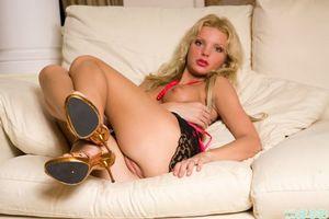 Заставки Lea, девушка, модель, красотка, голая, голая девушка, обнаженная девушка, позы, поза, сексуальная девушка, эротика