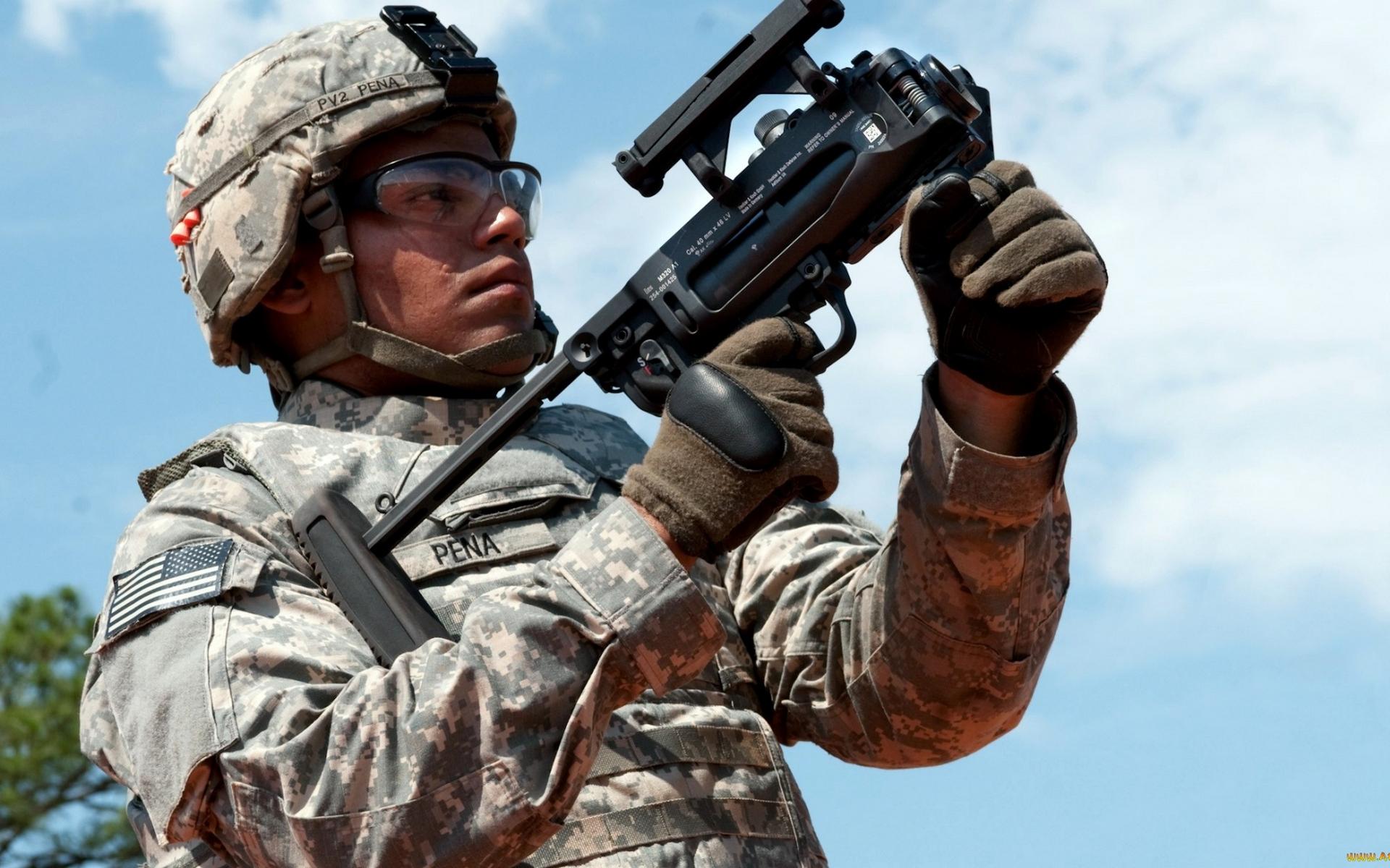 Обои солдат, шлем, очки, обмундирование