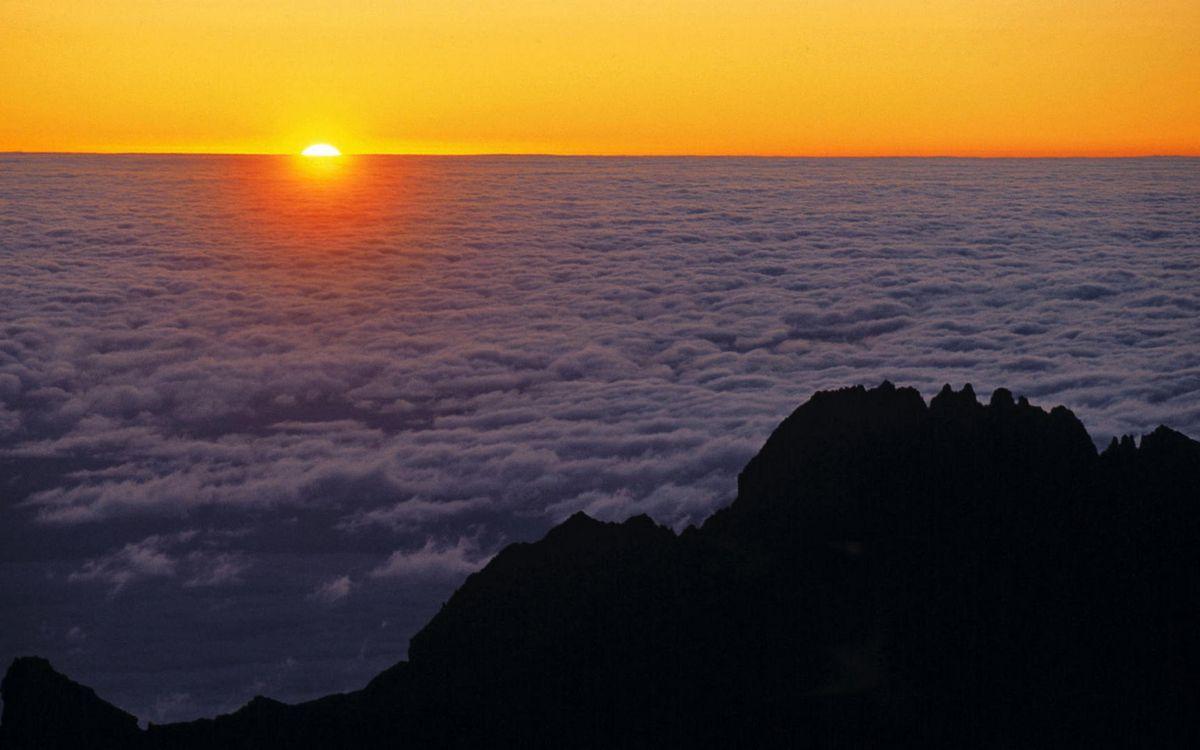 Фото бесплатно горы, вершина, облака, горизонт, солнце, закат, небо, пейзажи