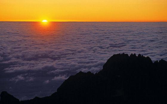 Фото бесплатно горы, вершина, облака