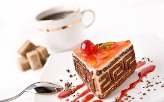 Обои пирожное, крем, джем, ягода, тарелка, ложечка, чашка, кофе