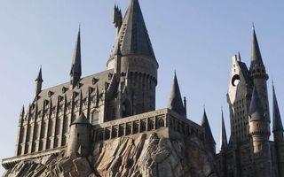 Бесплатные фото замок,башни,крыша,окна,скала,камни,небо