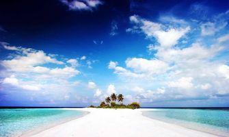 Бесплатные фото остров,белый песок,пальмы,небо,облака