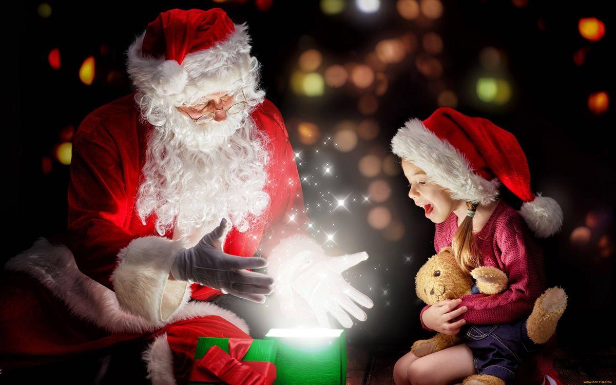 Фото бесплатно Дед мороз, девочка, новый год, волшебство, подарки, сказки, новый год