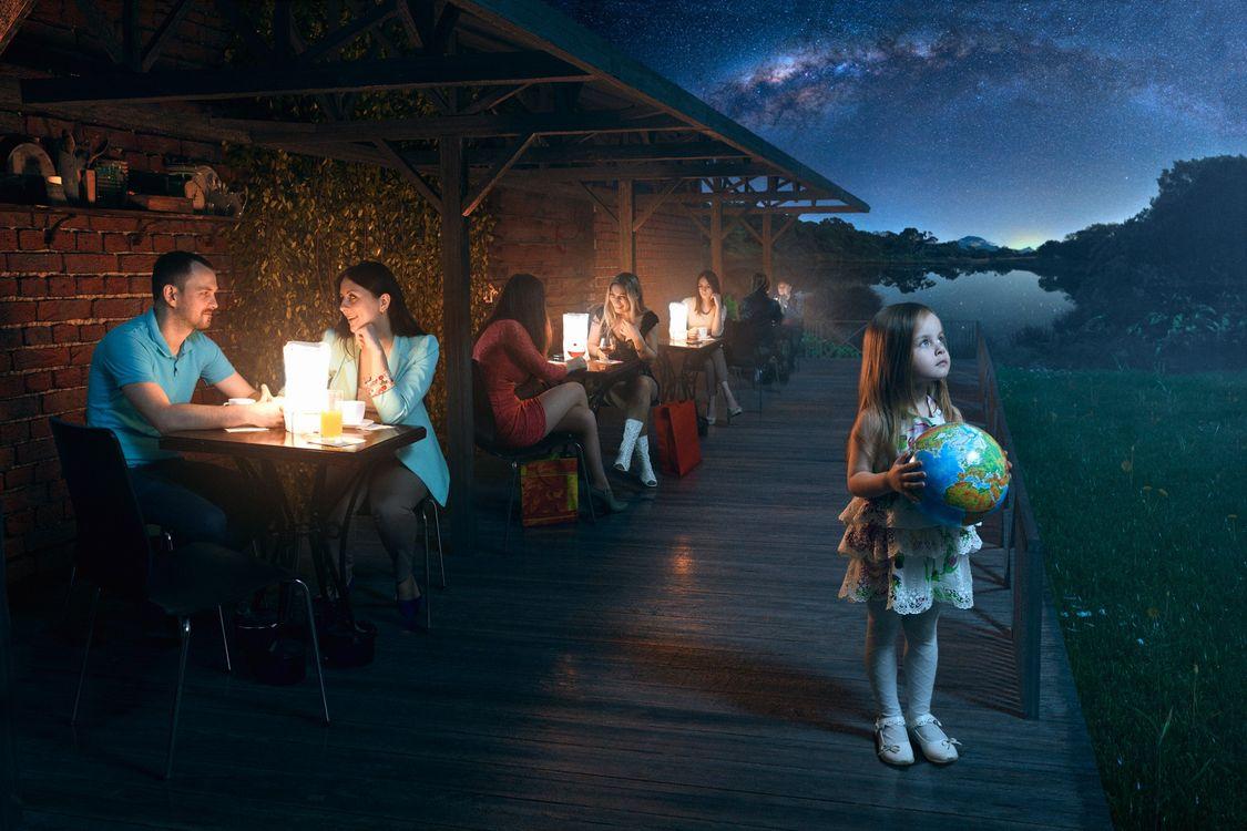 Фото бесплатно девочка, глобус, космос - на рабочий стол
