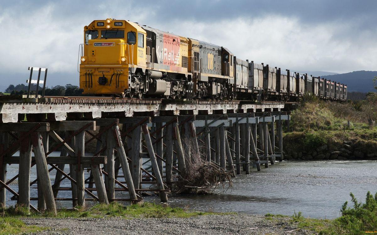 Фото бесплатно поезд, локомотив, вагоны, мост, река, разное