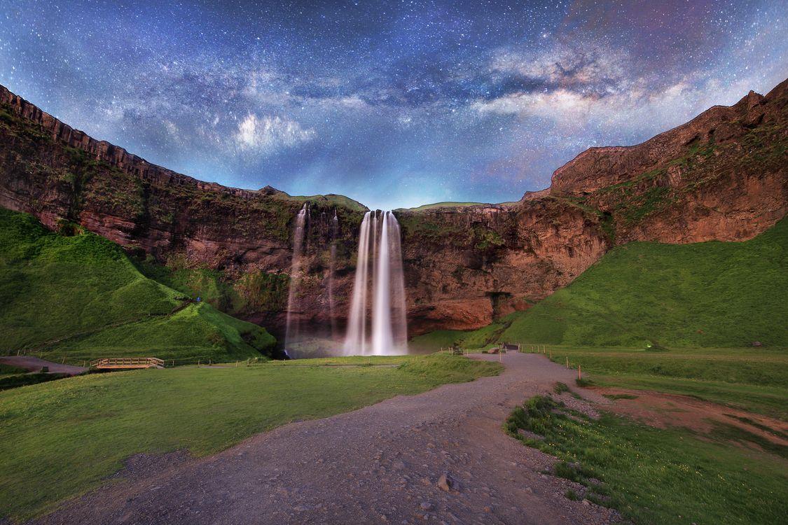 Обои водопад, Исландия, Млечный Путь картинки на телефон