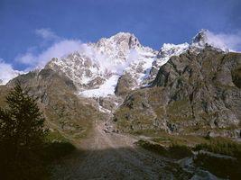 Бесплатные фото дереаья,горы,скалы,снег,облака,небо