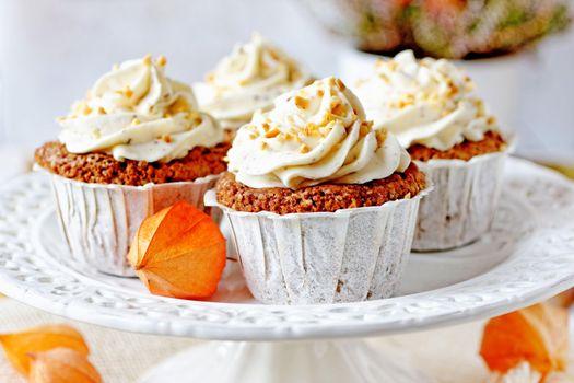 Photo free muffins, dried apricots, cream