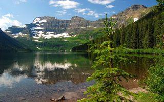 Обои озеро, чистое, лес, деревья, горы, снег, небо, облака