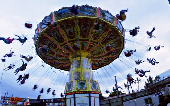 Photo free attraction, carousel, people