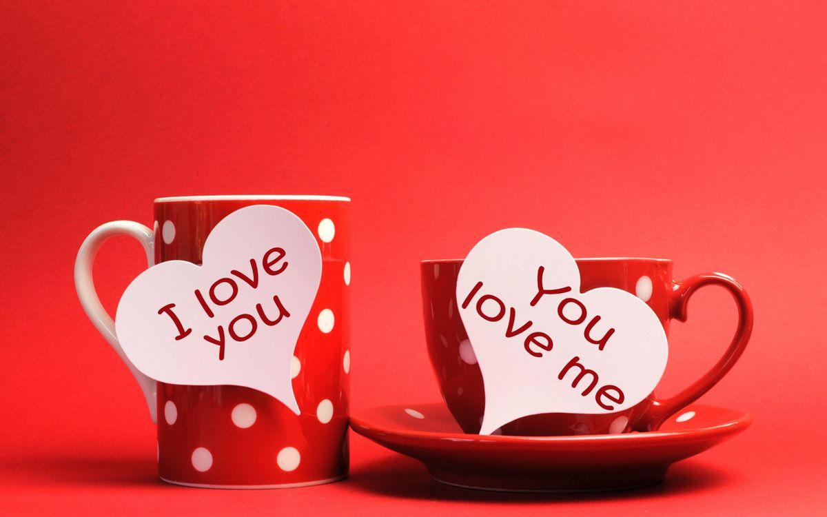 Фото бесплатно посуда, блюдце, чашка, кружка, сердечки, надписи, фон красный, разное