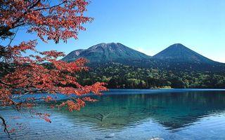 Обои озеро, чистое, гладь, деревья, горы, вершины