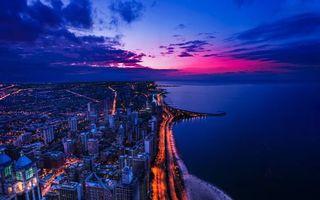 Фото бесплатно городской пейзаж, берег, море, дома, небоскребы, ночь