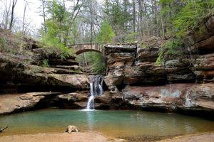 Бесплатные фото водопад в пещере Старика,Хокинг Hills State Park,штат Огайо
