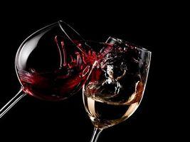Фото бесплатно бокалы, вино, брызги