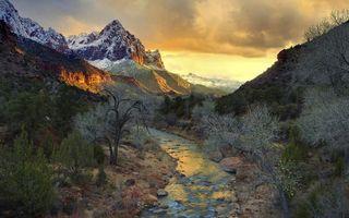 Бесплатные фото ручей,камни,кустарник,горы,снег,небо,облака