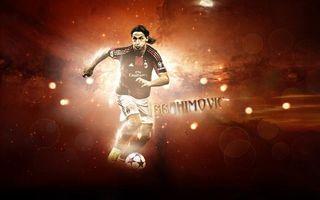 Бесплатные фото Златан Ибрагимович,футболист,форма,мяч,надпись