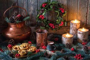 Бесплатные фото кофе,молоко,свечи,береста,венок,пирожные,натюрморт