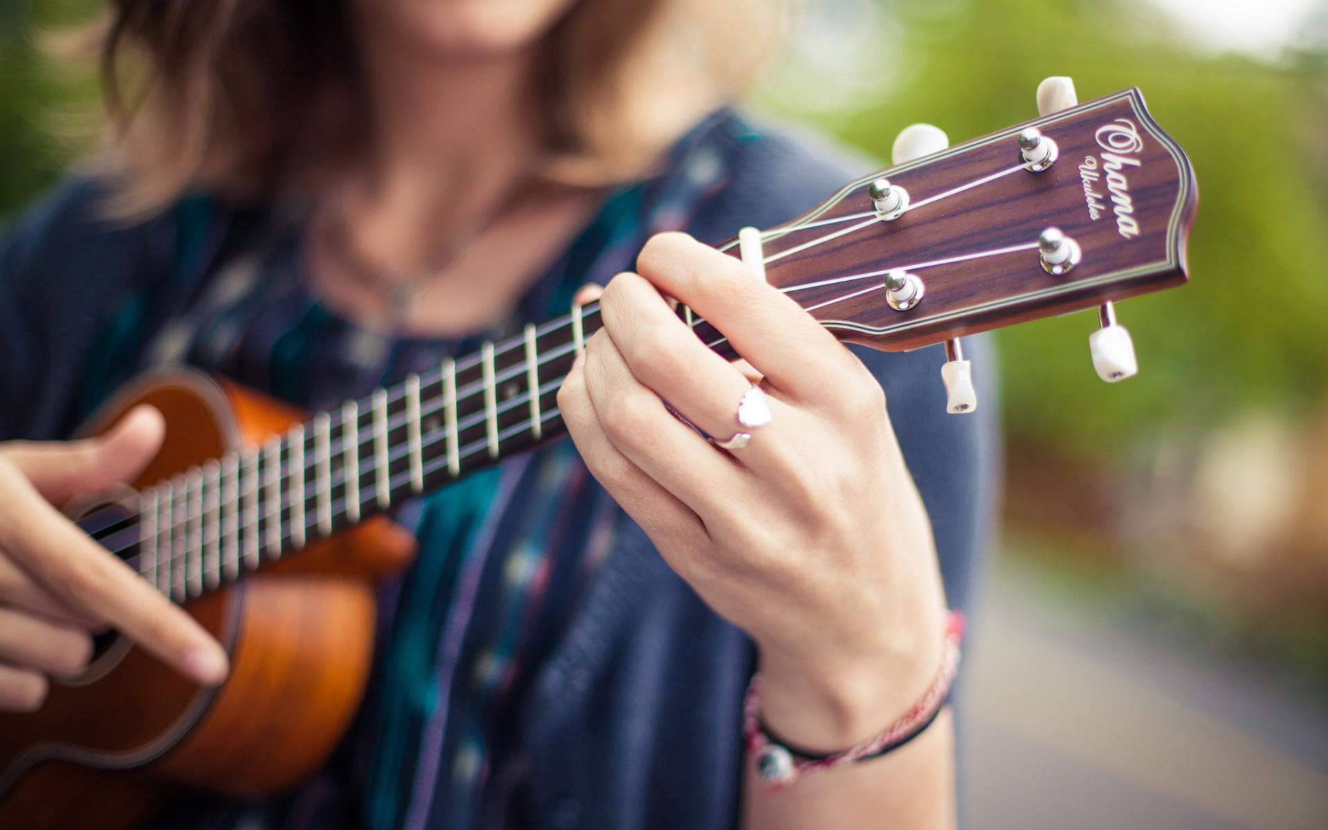 Гитара и девушка фото