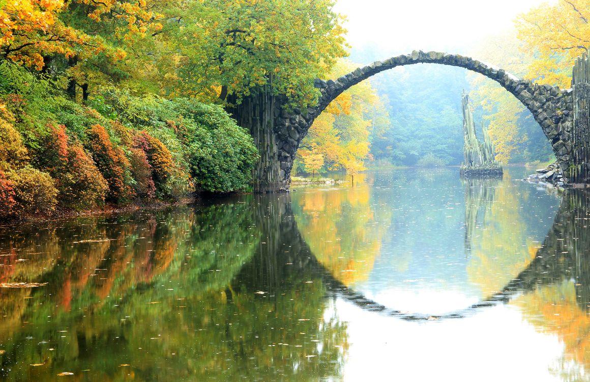 Фото бесплатно Rhododendronpark Kromlau, Germany, Германия, осень, река, лес, деревья, мост, пейзаж, пейзажи