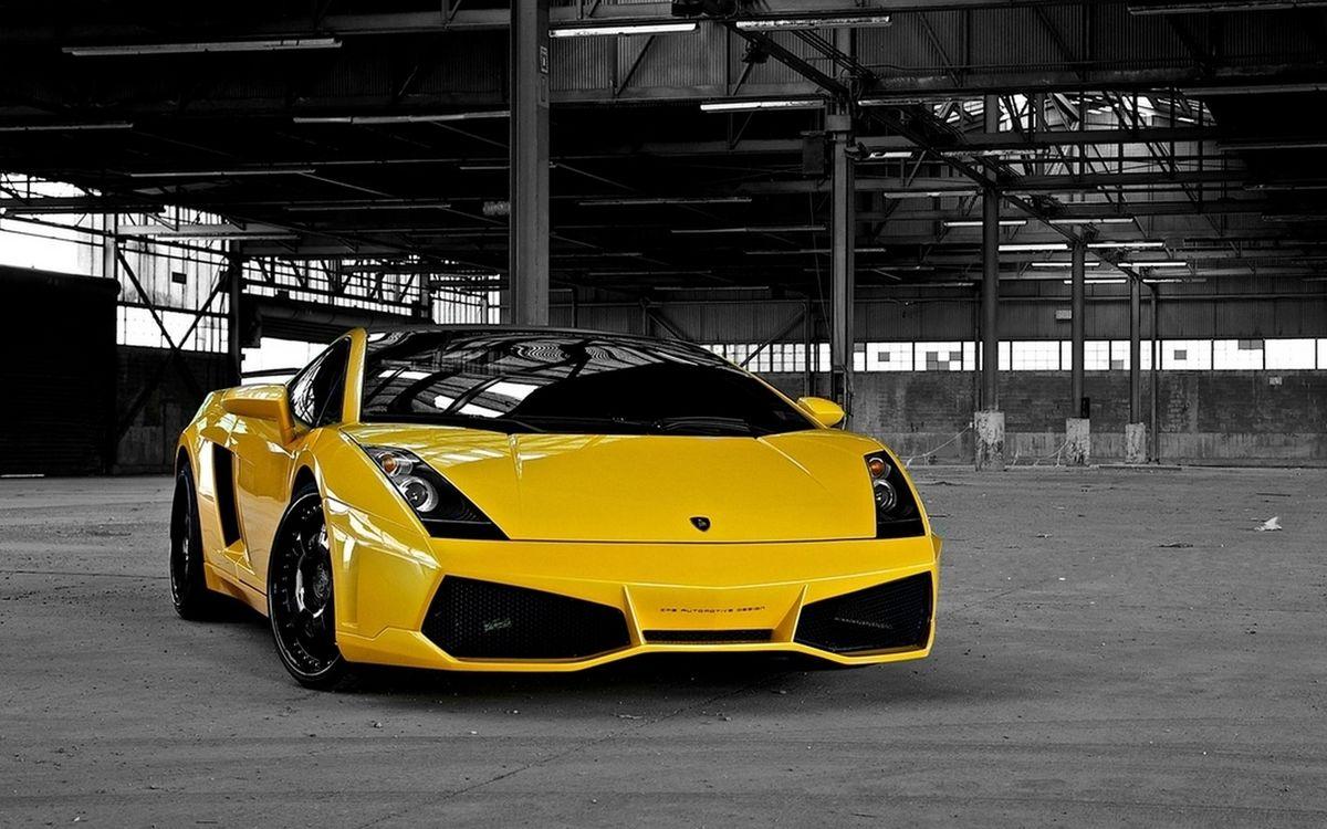 Обои ламборджини, желтая, спорткар, тонировка, диски, ангар на телефон | картинки машины