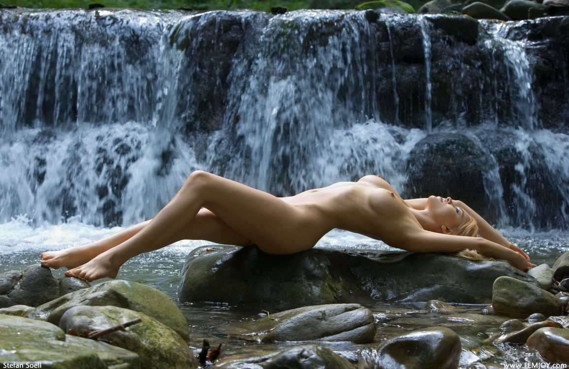 wet-woman-naked
