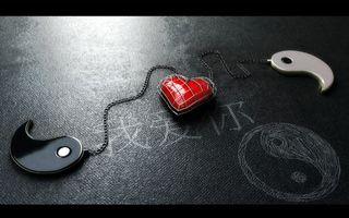 Обои брелок, знак, инь янь, цепочка, сердце, рисунок мелом, иероглифы