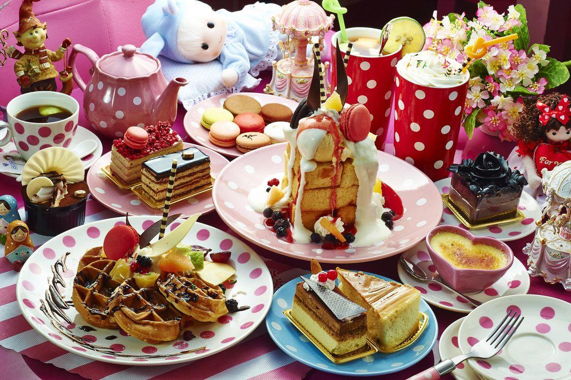 Фото бесплатно чайник, торт, ассорти, чай, десерты, коктейль, вафли, ягоды, макаруны, пирожное, еда