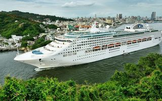 Photo free cruise liner, white, decks