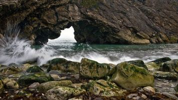 Бесплатные фото море,камни,скалы,арка,брызги,волны