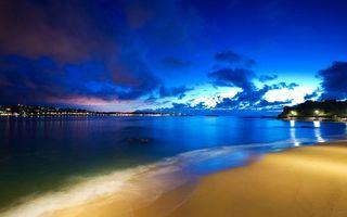 Фото бесплатно вечер, берег, песок, море, горизонт, город, огни, небо, облака