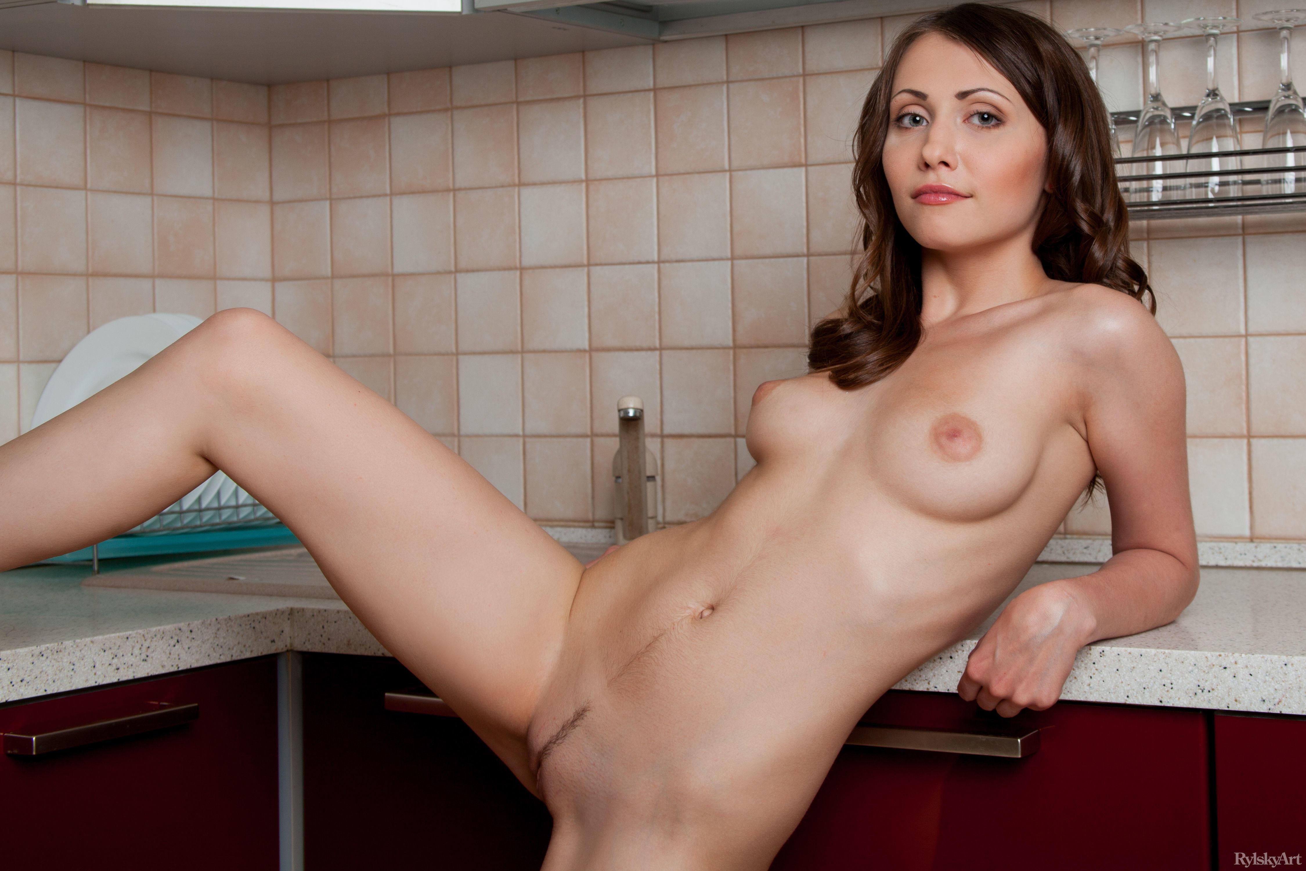 Ynesse, красотка, голая
